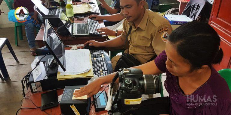 Jelang PEMILU – Urus KTP ELEKTRONIK, Dinas Kependudukan dan Pencatatan Sipil Kota Gunungsitoli Tambah Jam Pelayanan